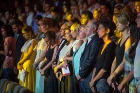 A minute's silence for the MH17 victims in the closing ceremony