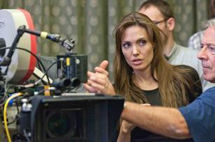 Angelina_Jolie_on_set_blood