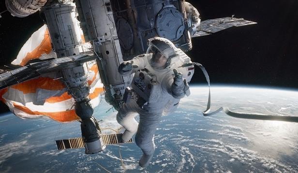 Gravity___Still_4